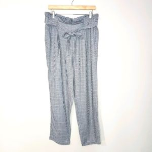 🦋3/$25 Paper Bag Waist Houndstooth Cropped Pants
